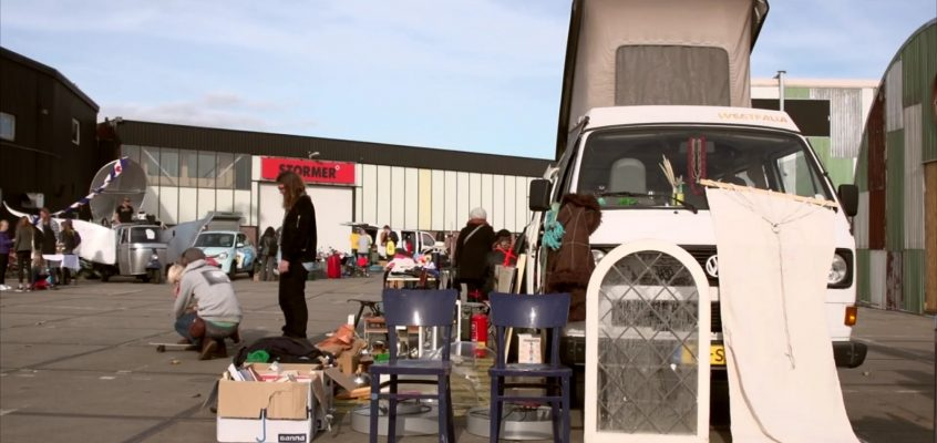Kofferbakmarkt, vlakbij aan 't IJ